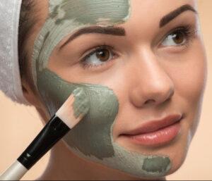 argjile dalon greece e pasgter e cila krijon maske per fytyren