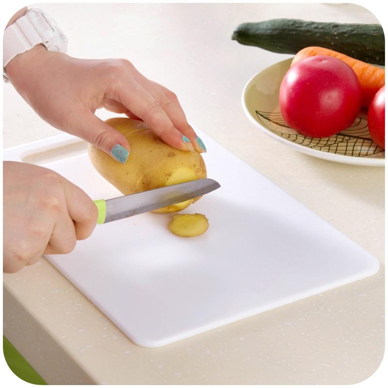 Pllake-prerese-plastike-per-ne-kuzhine